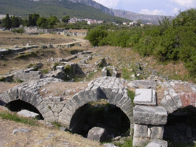 Visit to the archaeological escavations, town of Solin 640 1