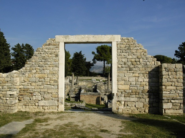 Visit to the archaeological escavations, town of Solin 640 4